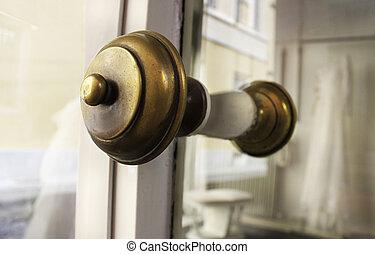 Shop handle door
