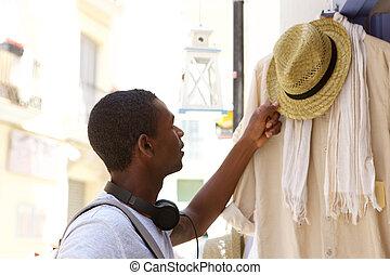 shoppen, junger, amerikanische , mann, afrikanisch, kleidung