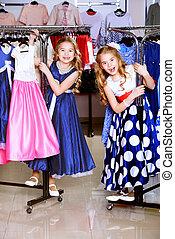 shoppen , kleine meisjes