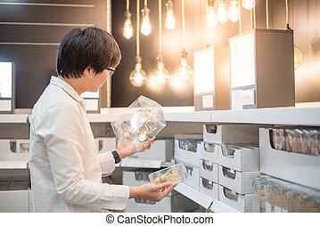 shoppen, licht, junger, elektrisch, asiatisch, zwiebel, mann