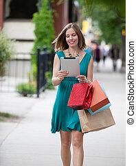 shoppen , vrouwenholding, digitaal tablet