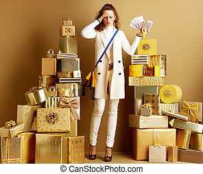 shopper woman overwhelmed with modern pay methods holding money,