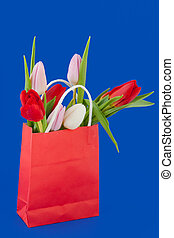 Shopping bag with colorful tulips