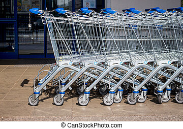 shopping cart in front of a supermarket - in front of a ...