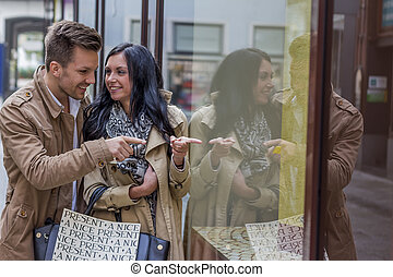 shopping couple at - young couple einkausbummel. shopping in...
