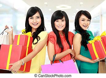 shopping donna, felice