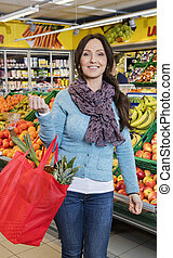 shopping donna, frutta, borsa, portante, sorridente, negozio