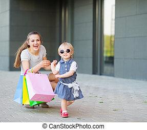 shopping, fashion-monger, desgaste, mãe, bebê, novos óculos