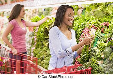 shopping kvinde, ind, producere, afdelingen