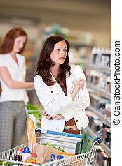 shopping, série, -, atraente, mulher, em, departamento cosméticos