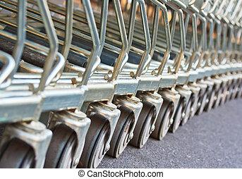 shopping vozík, v řadě