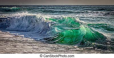Shorebreak - Powerful and colorful shorebreak on the ...