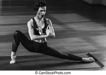 shouting, esticar mulher, ligado, esteira yoga