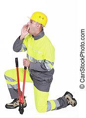 shouting, trabalhador construção