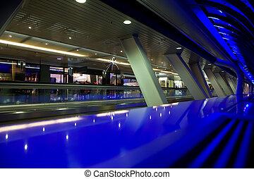 show-windows, de, lojas, em, negociar, predios, vista, através, colunas