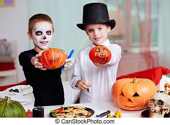 Showing pumpkins