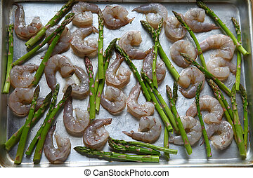 Shrimp and asparagus ready for oven