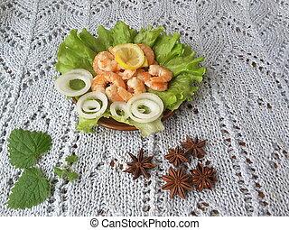 Shrimp on a plate with lettuce - Shrimp with onion on a...