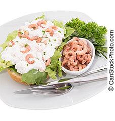 Shrimp-Salad on a roll (plate-version)