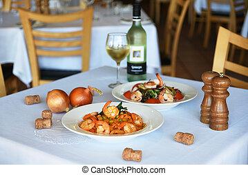 shrimps pasta and shrimps salad