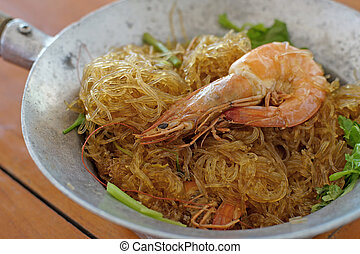 shrimps with glass noodles on wooden desk