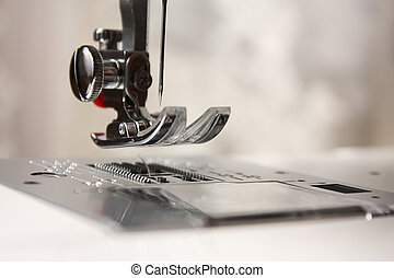 Shuttle needle in a sewing machine