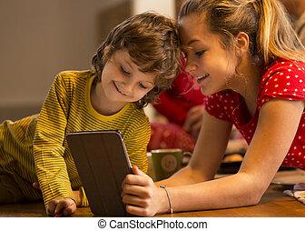siblings, bruge, digital tablet