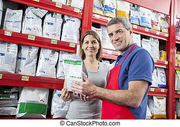 sicher, verkäufer, assistieren, lächeln, kunde, in, kaufen, hätscheln speise