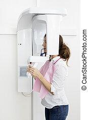 side udsigt, i, patient, bruge, digitale, panoramiske, xray, maskine