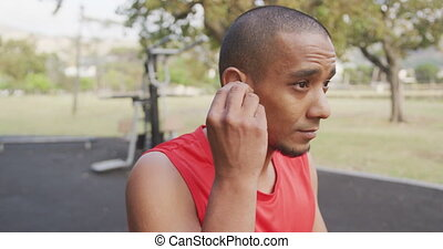 Side view man with prosthetic leg putting headphones - Side ...