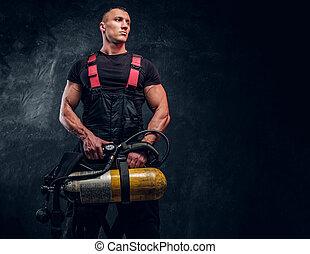sideways., zuurstof, brandweerman, het kijken, vasthouden, verticaal, reservoir, man