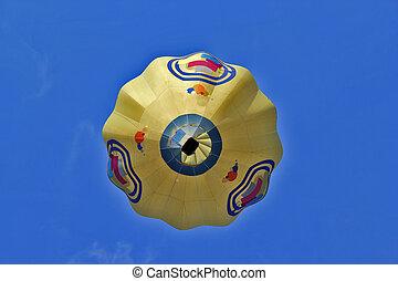 siehe unten, auf, a, balloon, gegen, der, blauer himmel