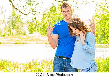 sien, épouse, pregnant, parc, lac, poser, homme