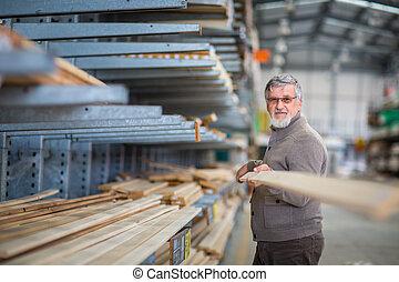 sien, achat, choisir, projet, bois, bricolage, re-modeling, construction maison, personne agee, magasin, homme
