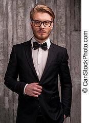 sien, ajustement, jeune, formalwear, arc, regarder, appareil photo, complet, cravate, classy., homme, beau