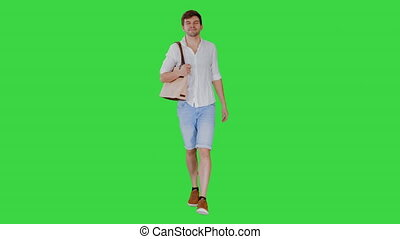 sien, blanc, chroma, key., marche, sac, chemise, beau, épaule, vert, homme souriant, écran