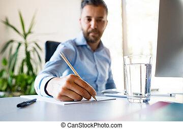 sien, bureau, jeune, écriture, quelque chose, homme affaires, pencil.