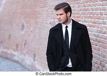 sien, business, jeune, regarde, côté, homme