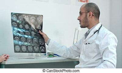 sien, calculé, docteur, projection, cerveau, malades, tomographie, sourire, image, rayon x