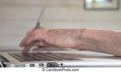 sien, concepteur, ordinateur portable, help., stylus, mâle, graphique, stylo, tablette, dessine, gros plan