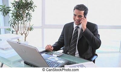 sien, conversation, téléphone portable, homme affaires, sourire