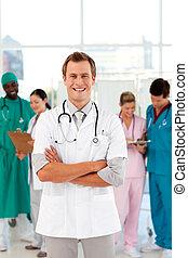 sien, docteur, jeune, fond, équipe, sourire