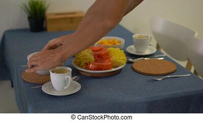 sien, famille, jeune, exotique, préparer, fruits, frais, petit déjeuner, cuisine, homme