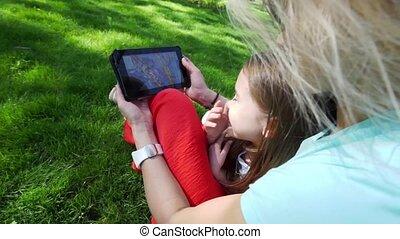 sien, fille, tablette, père, numérique, communiquer, mère, utilisation