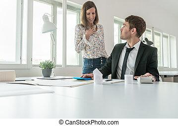 sien, financier, bureau, séance, jeune, réexaminer, bureau, rapport, homme affaires