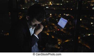 sien, fonctionnement, fatigué, nuit, somnolent, fenêtre, informatique, cityscape., homme