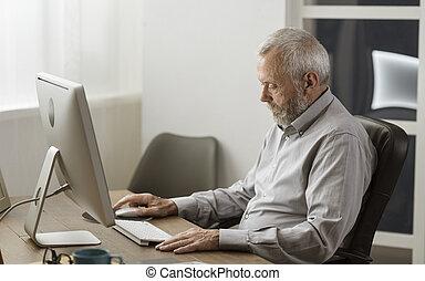 sien, informatique, utilisation, maison, homme aîné