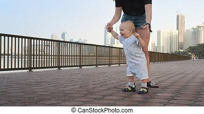 sien, long, mère, étapes, promenade, sourire, tenue, garçon...