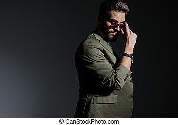 sien, lunettes soleil, jeune, mystérieux, arrangement, homme, vue côté