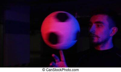 sien, néon, jeune, rotation, balle, éclairage, doigt, stationnement, souterrain, homme